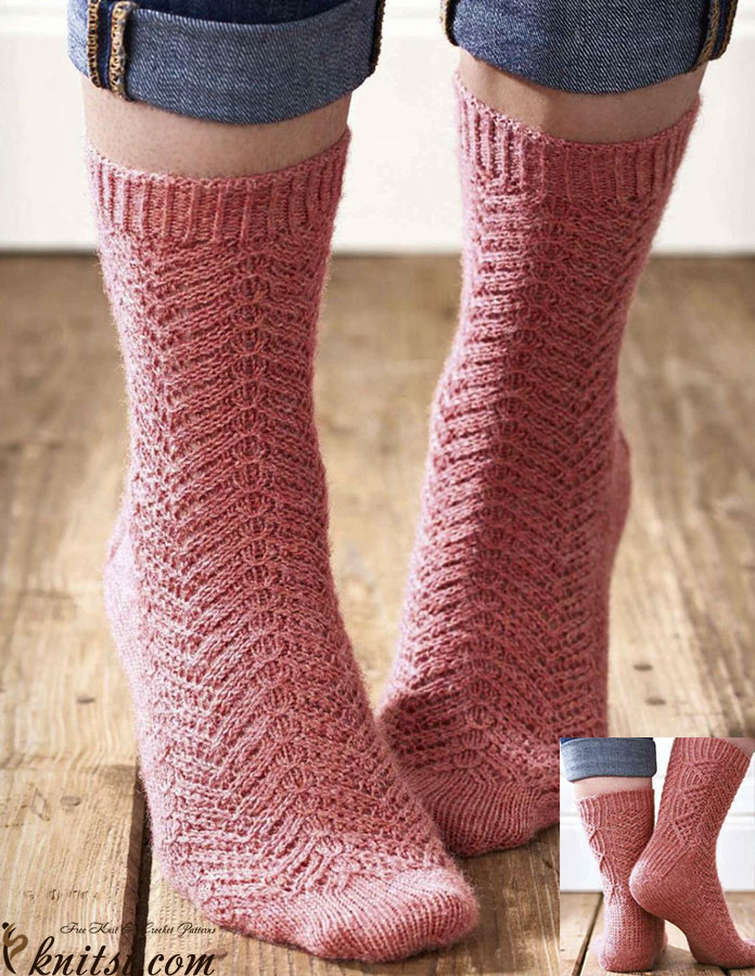 Cable Knit Sock Pattern : Cabled socks knitting pattern